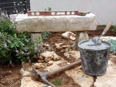 בניית ספסל אבן